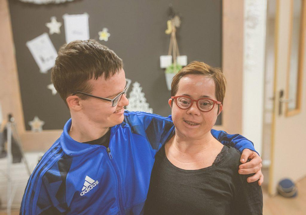 Foto: Daniel en Jessica met een Maatbril afgestemd op hun gezichtsvorm